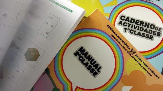 PCP queria extensão da gratuitidade dos manuais escolares para todos os anos do 1º ciclo. Governo também. Mas recuou