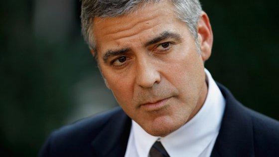 A organização The Sentry é cofinanciada por George Clooney e tem como objetivo perceber como os conflitos armados africanos são financiados.