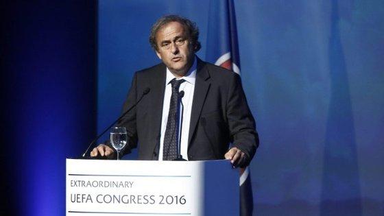 """""""Vocês vão continuar esta bela missão sem mim"""", disse Platini no discurso de despedida em Atenas"""