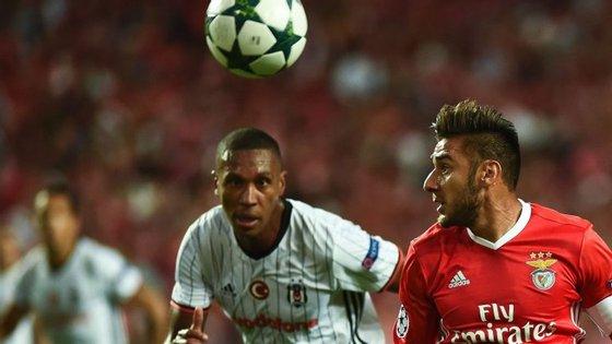 Salvio, capitão no último jogo do Benfica,