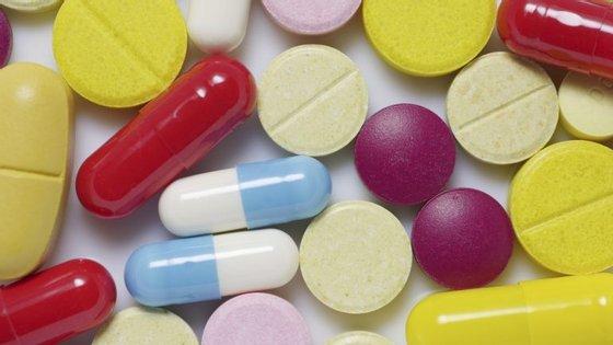 Os portugueses consumiram menos 100 mil embalagens de antibióticos no primeiro semestre do ano, comparando com igual período de 2015