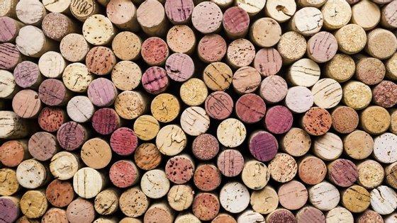 """A """"wine summit"""" vai reunir alguns dos maiores especialistas em vinho do mundo em Portugal. Acontece de 7 a 9 de junho, no Centro de Congressos do Estoril."""