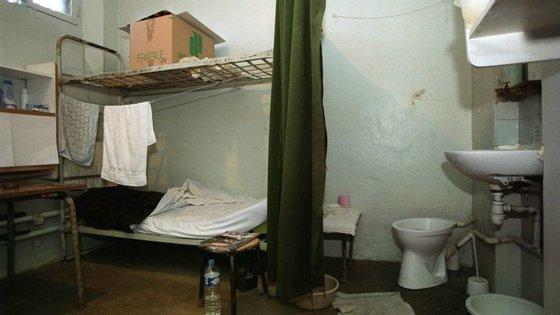 Segundo um relatório do Conselho da Europa, divulgado em março, a taxa média de mortes nas prisões em Portugal era de 43,4%