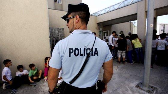 """A PSP apreendeu mais de 140 pessoas, """"a maioria das quais por condução com excesso de álcool (40) e tráfico de droga (35)"""""""