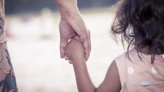 O livro da socióloga já foi publicado na Alemanha e em Espanha, e resulta de um estudo sobre mães arrependidas.