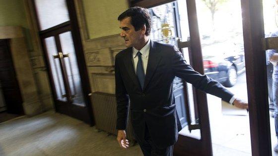 """Passos Coelho disse na segunda-feira que a proposta de alteração à lei autárquica era """"uma espécie de fato feito à medida de uma candidatura independente"""" do Porto."""