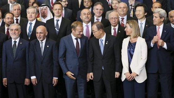 """""""A Europa quer que o processo de reformas se acelere e se reforce no Afeganistão"""", justificou Donald Tusk"""