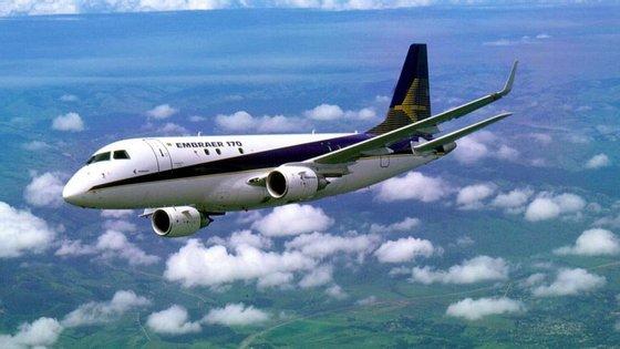 A Embraer terá pago o suborno após vender dois jatos Embraer 190 às Linhas Aéreas de Moçambique (LAM) em 2008