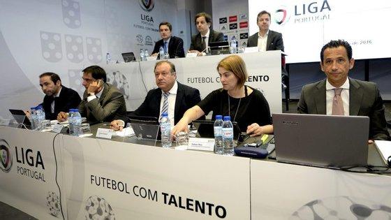 Os representantes dos clubes levantaram dúvidas sobre valores de viagens e comissões pagas pelo anterior Executivo