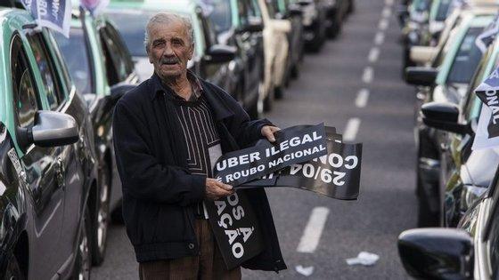 Protesto dos taxistas vai envolver cerca de 6 mil carros