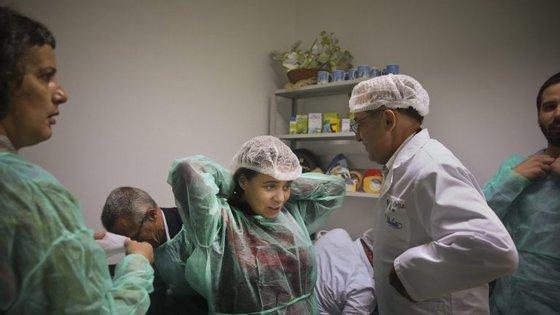 Catarina Martins durante uma visita à fábrica da Unileite no âmbito da campanha eleitoral para as eleições legislativas da Região Autónoma dos Açores
