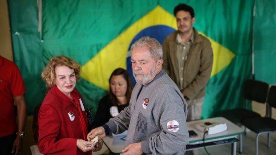 A acusação foi feita contra mais 10 pessoas, entre elas o empresário Marcelo Odebrecht e o sobrinho de Lula da Silva, Taiguara Rodrigues dos Santos