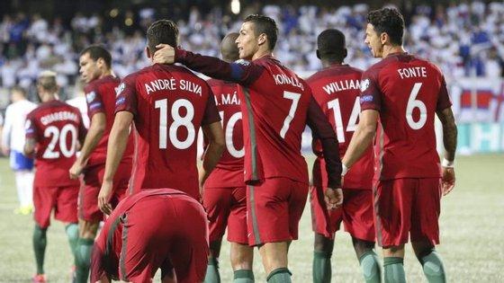 André Silva agraciado pelo capitão Ronaldo