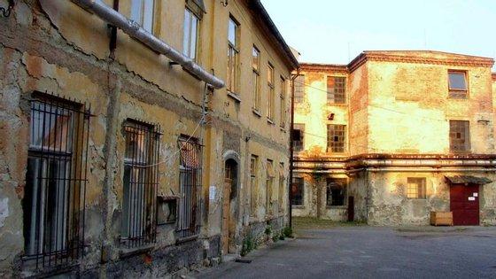 A fábrica está abandonada desde 2009, altura em que deixou de produzir têxteis