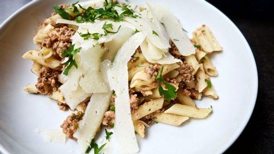 O prato do dia no Kaffeehaus ronda sempre os 8€. Neste caso tratava-se de um penne à bolonhesa com ervas e queijo basco curado.