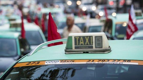 "Para Medina, a taxa única a partir do aeroporto traz ""tranquilidade aos táxis e segurança aos clientes"""