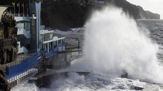 Agitação marítima prevista no Funchal
