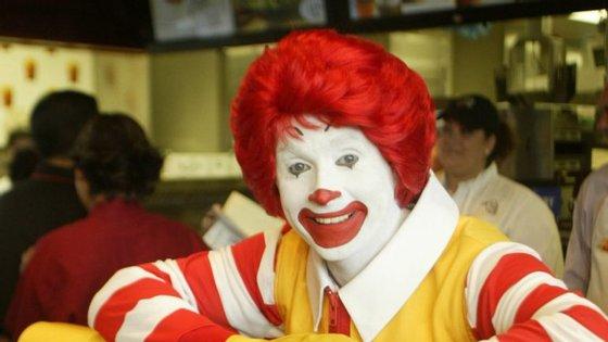 A cadeia de fast-food decidiu que vai ter uma presença mais discreta devido ao fenómeno dos palhaços aterrorizadores