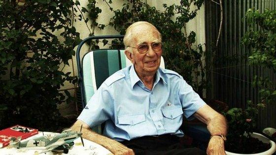 Peter Brill foi entrevistado pelo cineasta Laureano Clavero e pelo historiador Pere Cardona