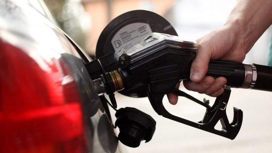 O adicional de Imposto Único de Circulação que incide sobre os veículos a gasóleo irá manter-se em vigor em 2017