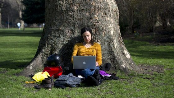 Embora possa ser agradável trabalhar ao ar livre, a postura não será a mais correta