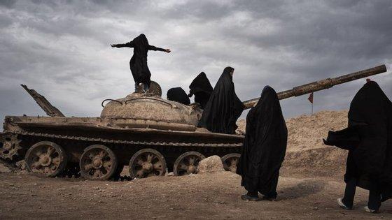 Combatentes curdos participam na ofensiva iraquiana contra Mossul