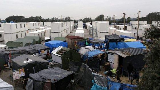 Existem entre entre 5.684 e 6.486 imigrantes no acampamento de Calais, no norte de França