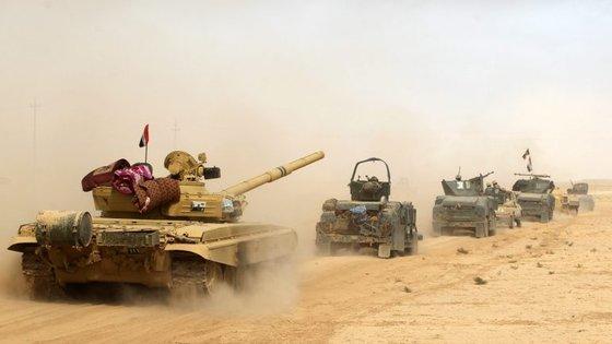 As forças iraquianas estão a ser apoiadas pelos 60 países da coligação internacional contra o Estado Islâmico