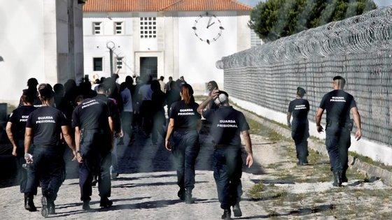 """A ministra da Justiça disse que se trata de """"um problema antigo, que não pode ser abordado exclusivamente"""" em Portugal"""