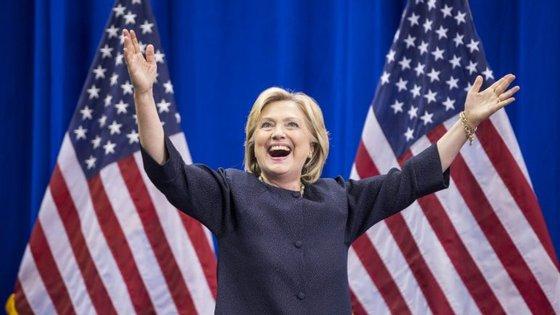 Clinton fez estes discursos pagos ao gigante financeiro no período entre ter deixado de ser secretária de Estado e ter lançado a sua campanha eleitoral