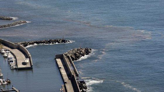 Uma grande quantidade de cinzas dos incêndios verificados no mês de agosto foram encontrados no mar da calheta, Madeira