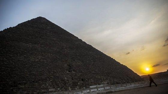 O projeto Scan Pyramids estuda o interior das pirâmides egípcias recorrendo a métodos não invasivos