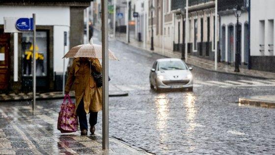'Aviso Laranja' para precipitação vigora entre as 03h00 e as 09h00 desta quarta-feira
