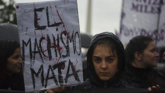 As manifestantes concentraram-se em vários pontos da cidade e rumaram à Praça de Maio, no centro de Buenos Aires