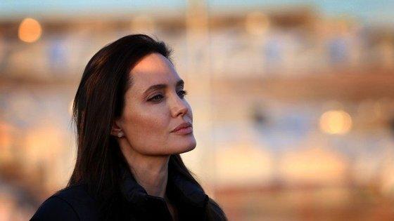 Angelina Jolie e os filhos prestaram declarações a agentes do FBI na terça-feira