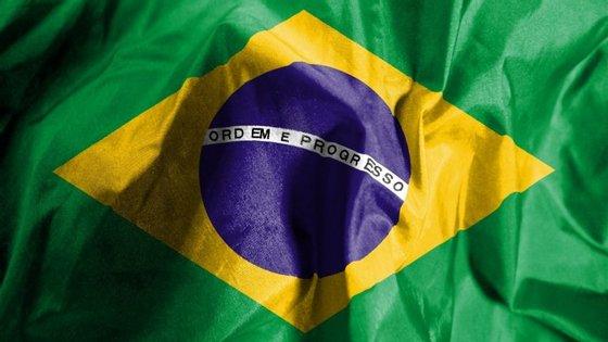 Taxa de juro do Brasil é cortada, pela primeira vez em quatro anos, para 14%