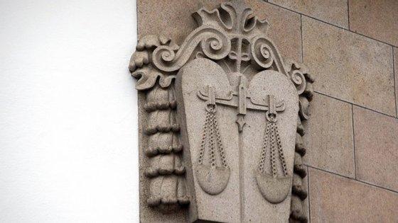 Tribunal de Évora começa a julgar família acusada de escravizar homem por 26 anos