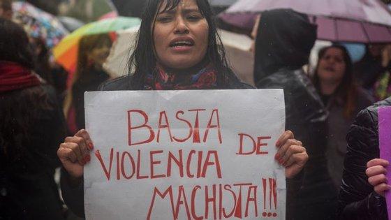 Na Argentina, dezenas de milhares de pessoas saíram à rua em protesto contra a extrema violência em mulheres