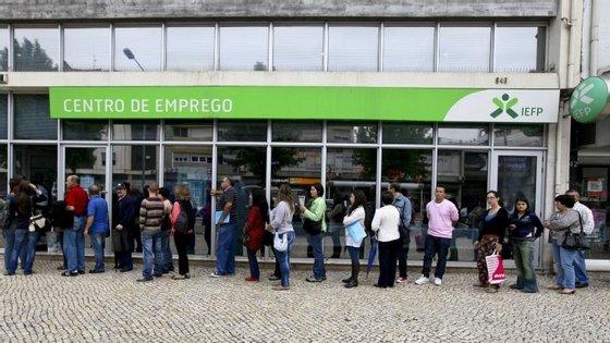 Desempregados sem prestações de desemprego descem para 340 mil em setembro