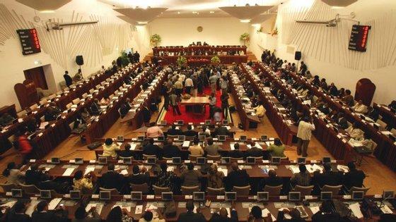 Bancada parlamentar de Frelimo defende ue a solução do país está nos próprios moçambicanos