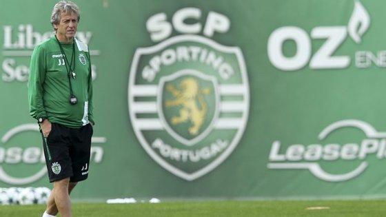 """Jesus diz que o Praiense """"é uma equipa de um escalão que criou grandes problemas ao nosso rival (Benfica)"""""""