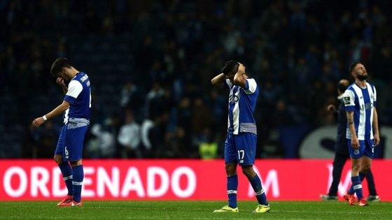 Na época passada, o Porto perde 2-1 em casa com o Arouca na noite do golo aos 9 segundos e da assobiadela a Maicon