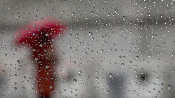 São previstas melhorias no estado do tempo nos Açores. Continente e Madeira com previsão de chuva forte