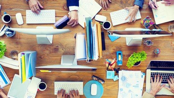 As tarefas mais difíceis devem ser feitas logo de manhã porque o cérebro está mais fresco. Passe reuniões ou encontros de trabalho para a tarde.