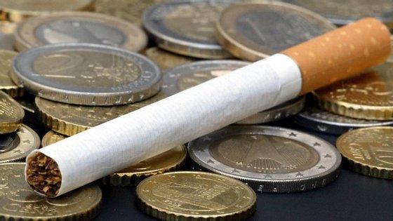 Taxa do tabaco aumento para 2.500 euros no que toca à sua distribuição e venda