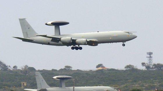 """O primeiro destes voos realizou-se no passado dia 20, adiantou, precisando que estas operações inserem-se em ações de apoio e vigilância """"e não de combate"""""""