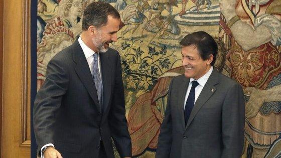 O líder provisório do PSOE, Javier Fernández, recusa críticas feitas pela extrema-esquerda.