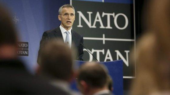 """O secretário geral da NATO, Jens Stoltenberg, afirmou, em conferência, que """"a relação entre a NATO e a União Europeia nunca foi tão próxima"""""""