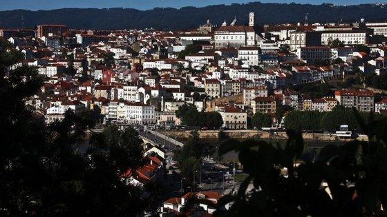 """Prostituição, tráfico de droga e sem-abrigo na Baixa de Coimbra """"preocupam os comerciantes e prejudicam o seu negócio"""", disse o presidente da APBC"""