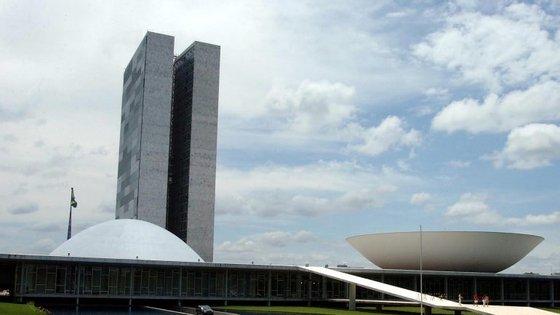 Diretor da polícia do Senado acusado de obstruir a Lava Jato posto em liberdade, no Brasil.